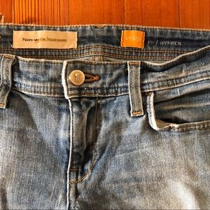 Pilcro medium wash, low rise jeans